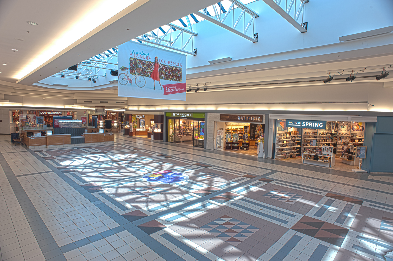 Shopping center carrefour richelieu westcliff group for Bureau en gros laval 13